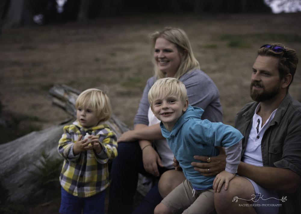 Jersey photographer - family cuddle at Grantez