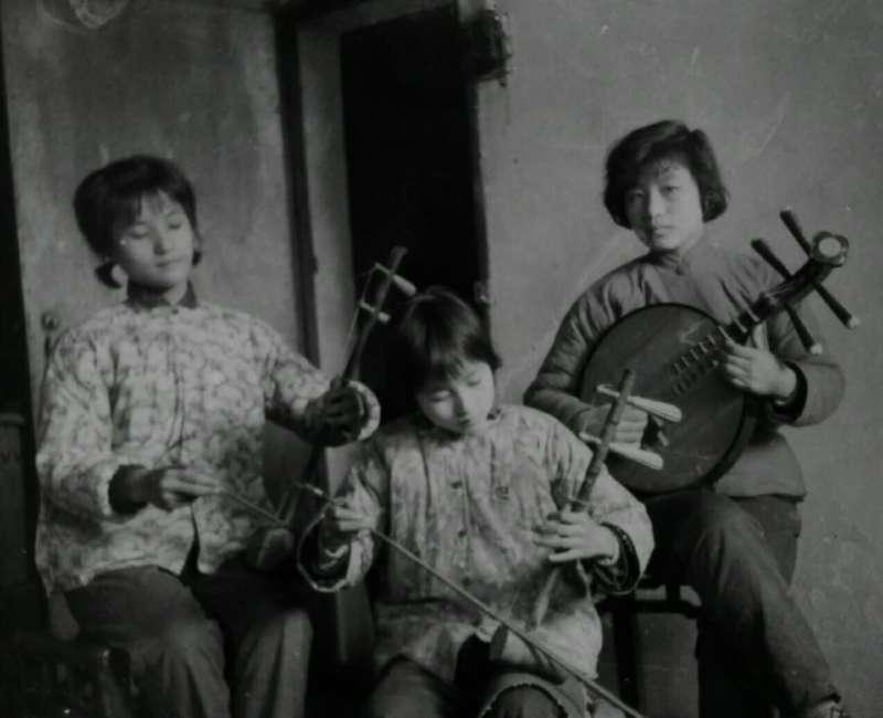 Jiebing and Her Sisters