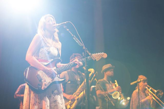The one and only Susan Tedeschi rocking it with her band @derekandsusan #inspiringwoman - #blues #susantedeschi #soul #womeninblues
