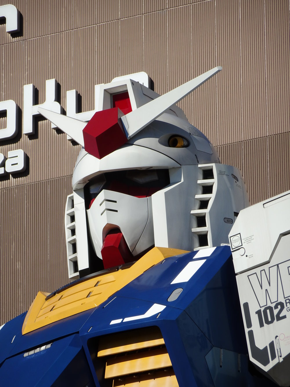 RX-78-2 Gundam 1-1 Statue - 005.jpg