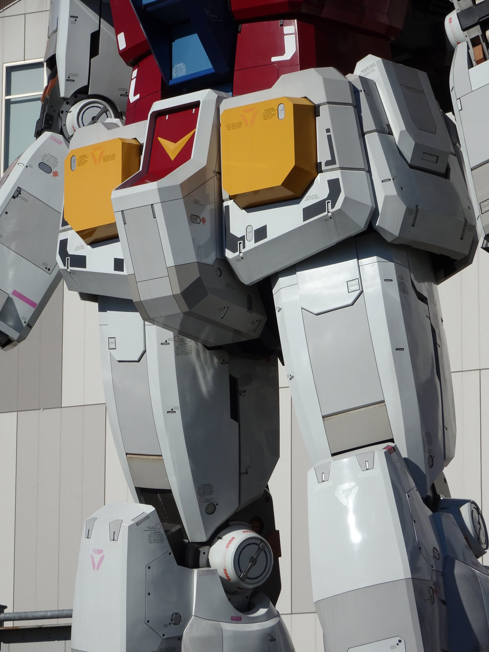 RX-78-2 Gundam 1-1 Statue - 008.jpg