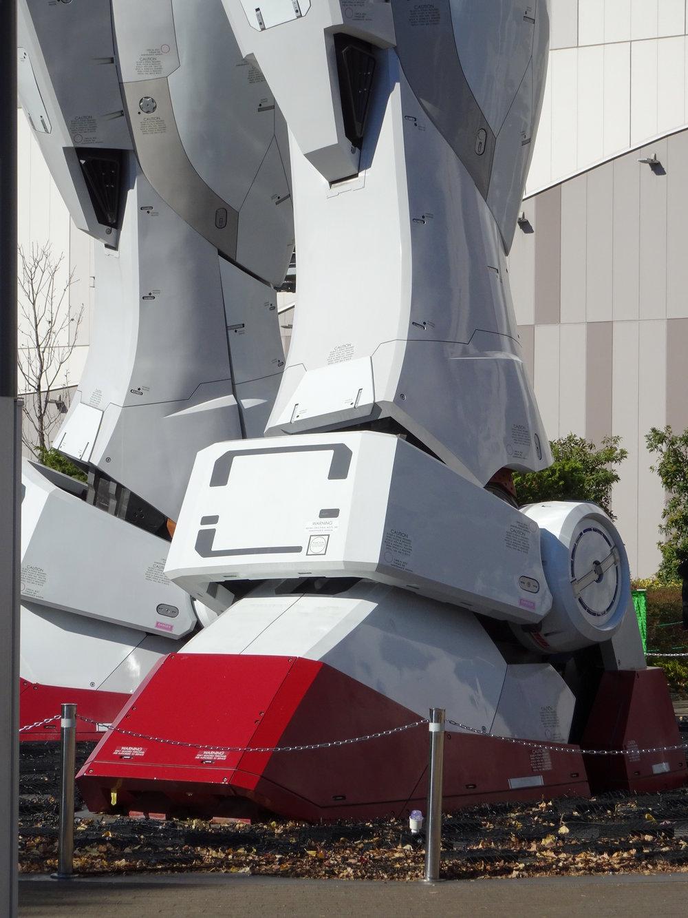 RX-78-2 Gundam 1-1 Statue - 013.jpg