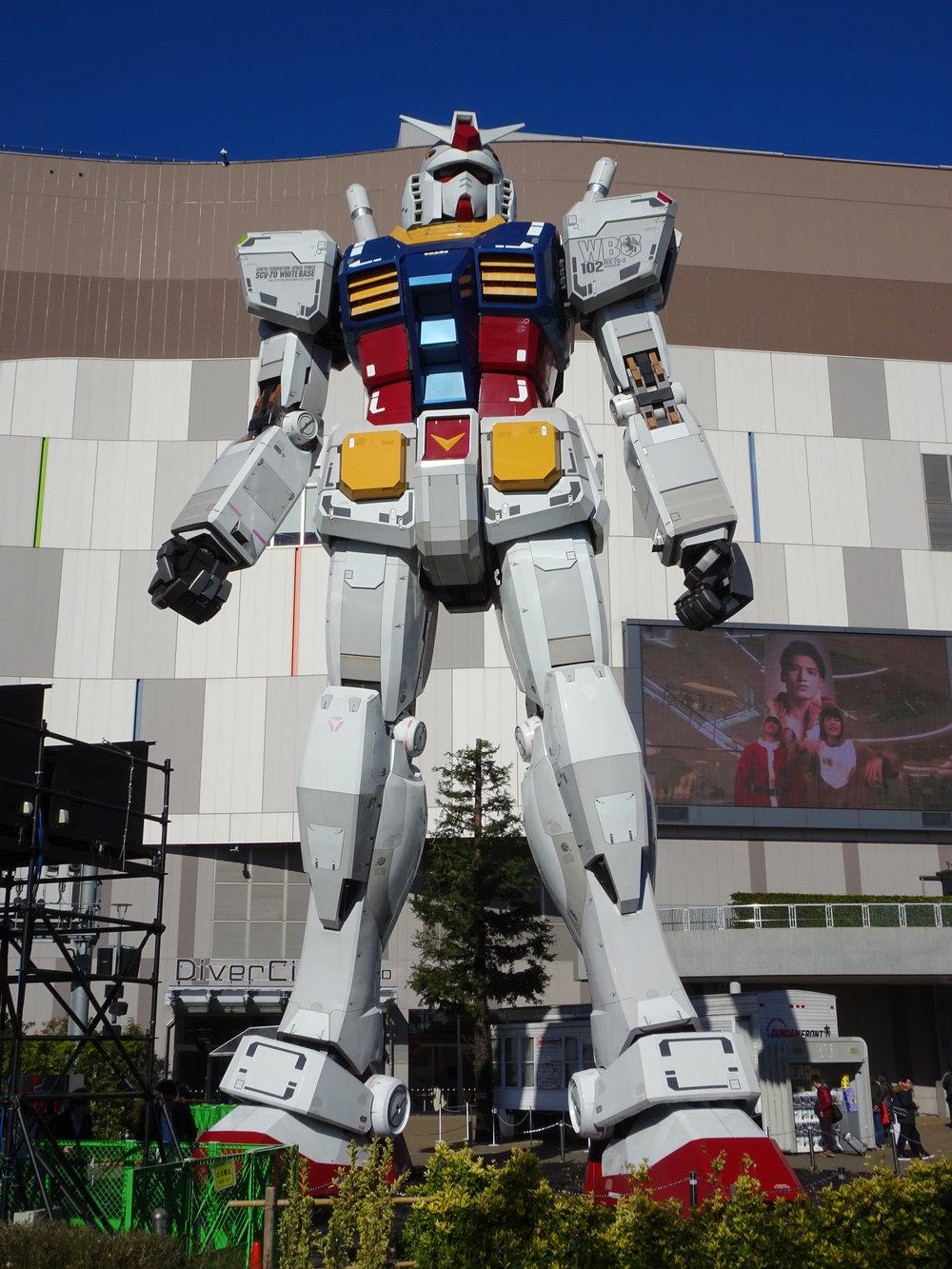 RX-78-2 Gundam 1-1 Statue - 014.jpg