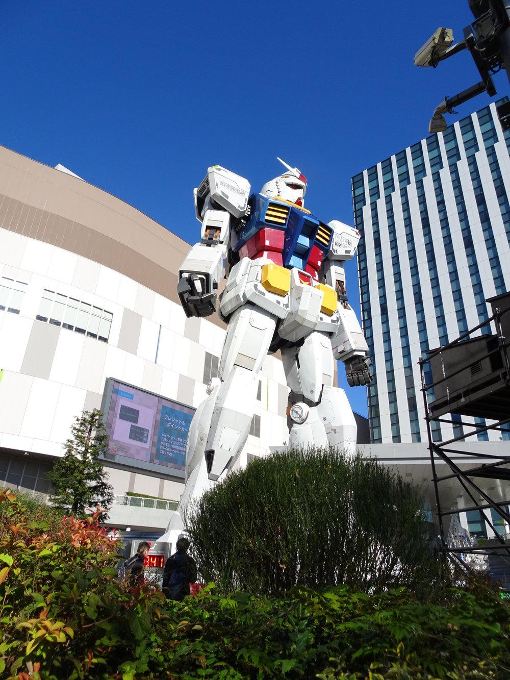 RX-78-2 Gundam 1-1 Statue - 026.jpg
