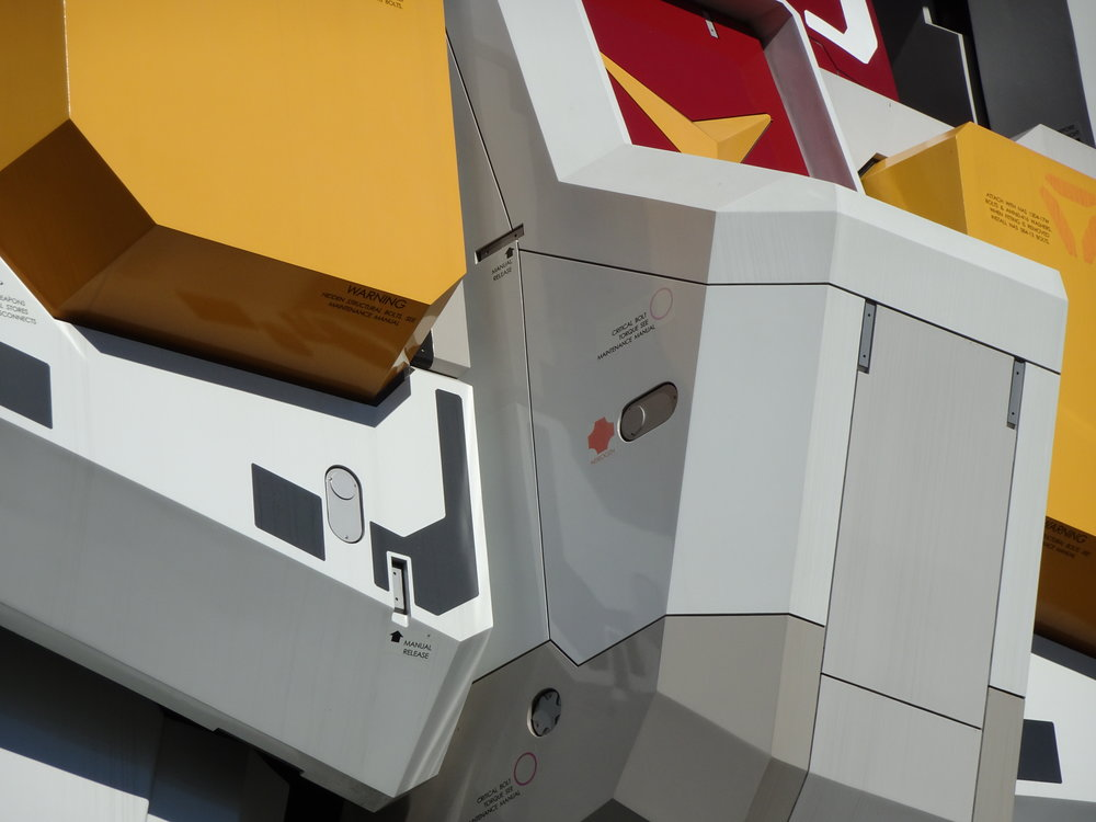 RX-78-2 Gundam 1-1 Statue - 030.jpg