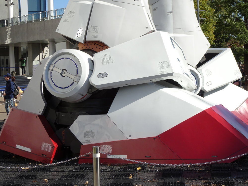 RX-78-2 Gundam 1-1 Statue - 033.jpg