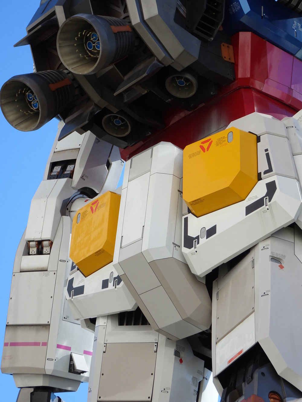 RX-78-2 Gundam 1-1 Statue - 038.jpg