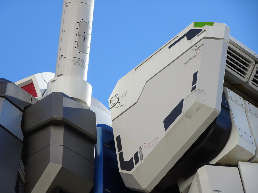 RX-78-2 Gundam 1-1 Statue - 039.jpg