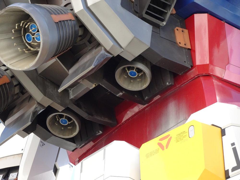 RX-78-2 Gundam 1-1 Statue - 041.jpg