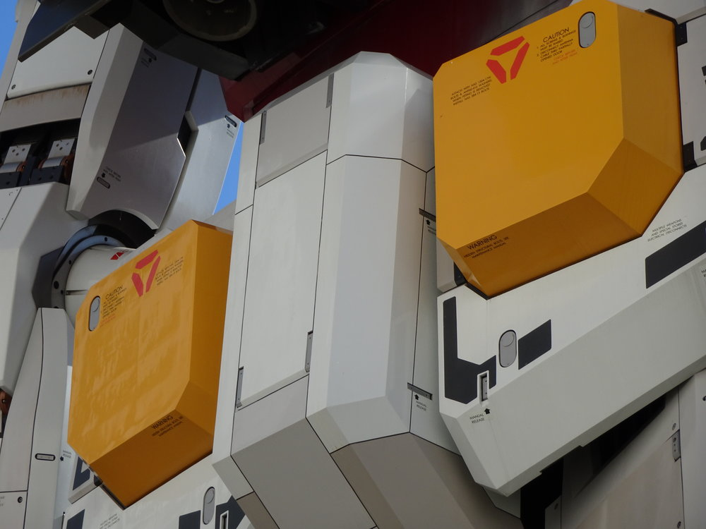 RX-78-2 Gundam 1-1 Statue - 042.jpg