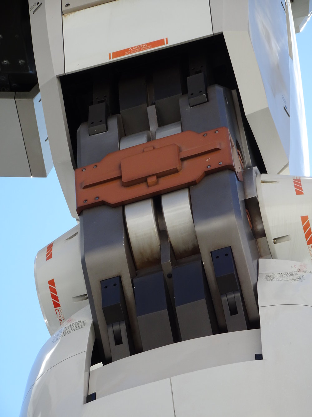 RX-78-2 Gundam 1-1 Statue - 051.jpg
