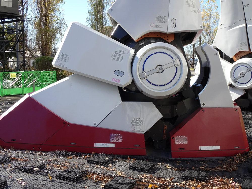 RX-78-2 Gundam 1-1 Statue - 064.jpg