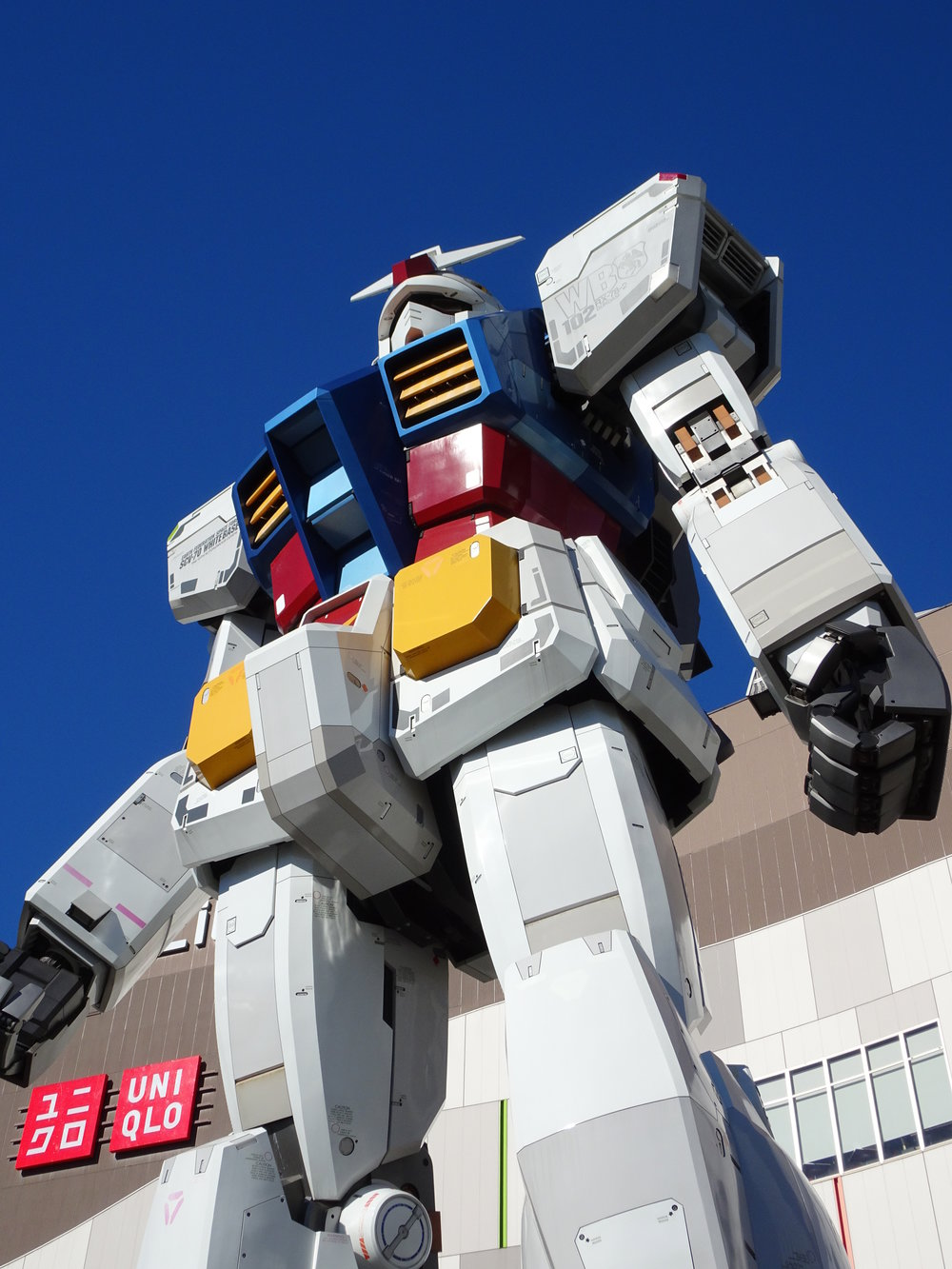 RX-78-2 Gundam 1-1 Statue - 067.jpg