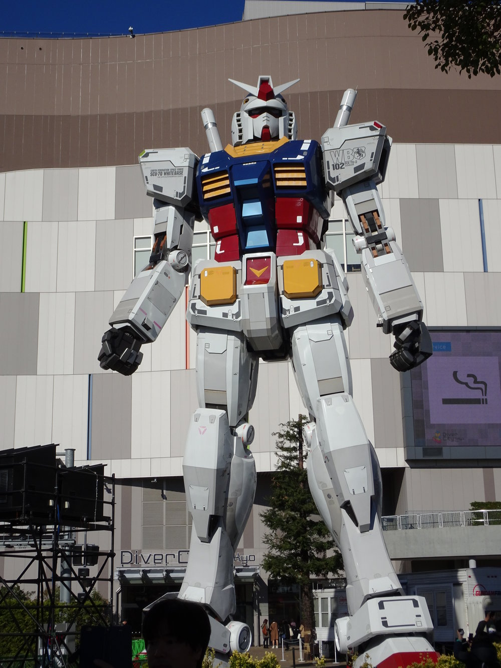 RX-78-2 Gundam 1-1 Statue - 069.jpg