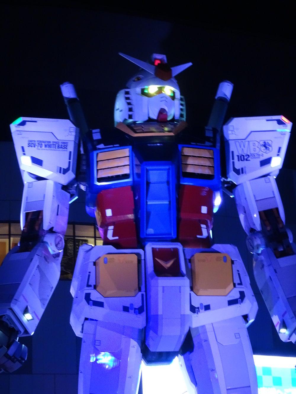 RX-78-2 Gundam 1-1 Statue - 075.jpg