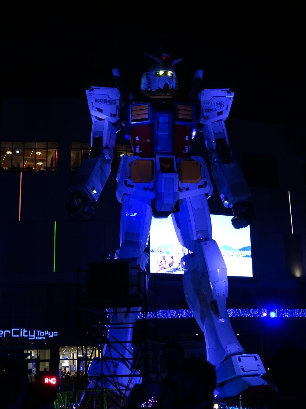RX-78-2 Gundam 1-1 Statue - 076.jpg