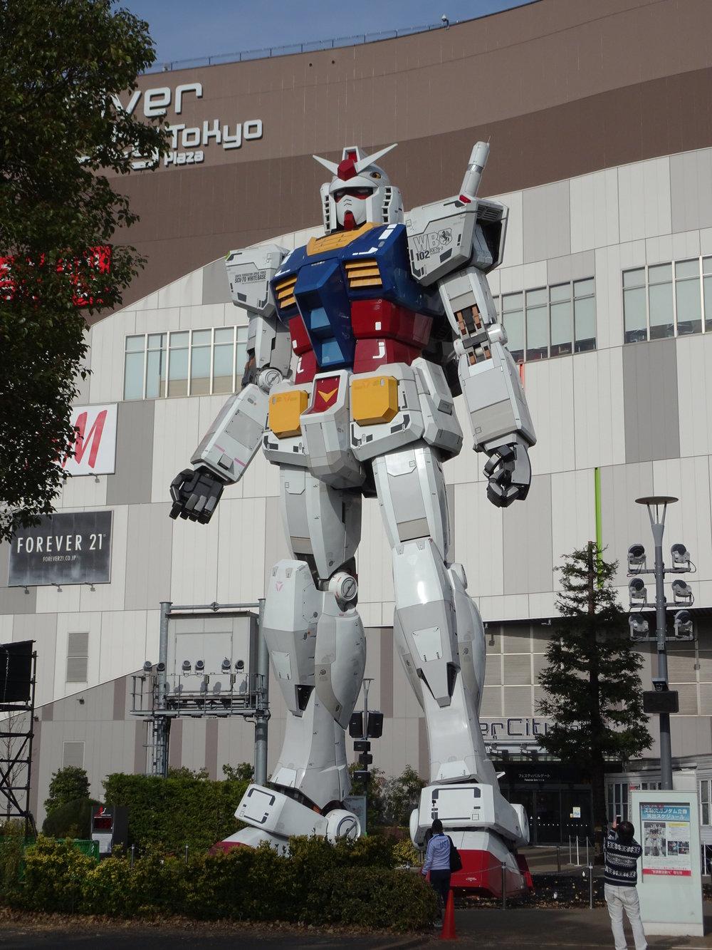 RX-78-2 Gundam 1-1 Statue - 078.jpg
