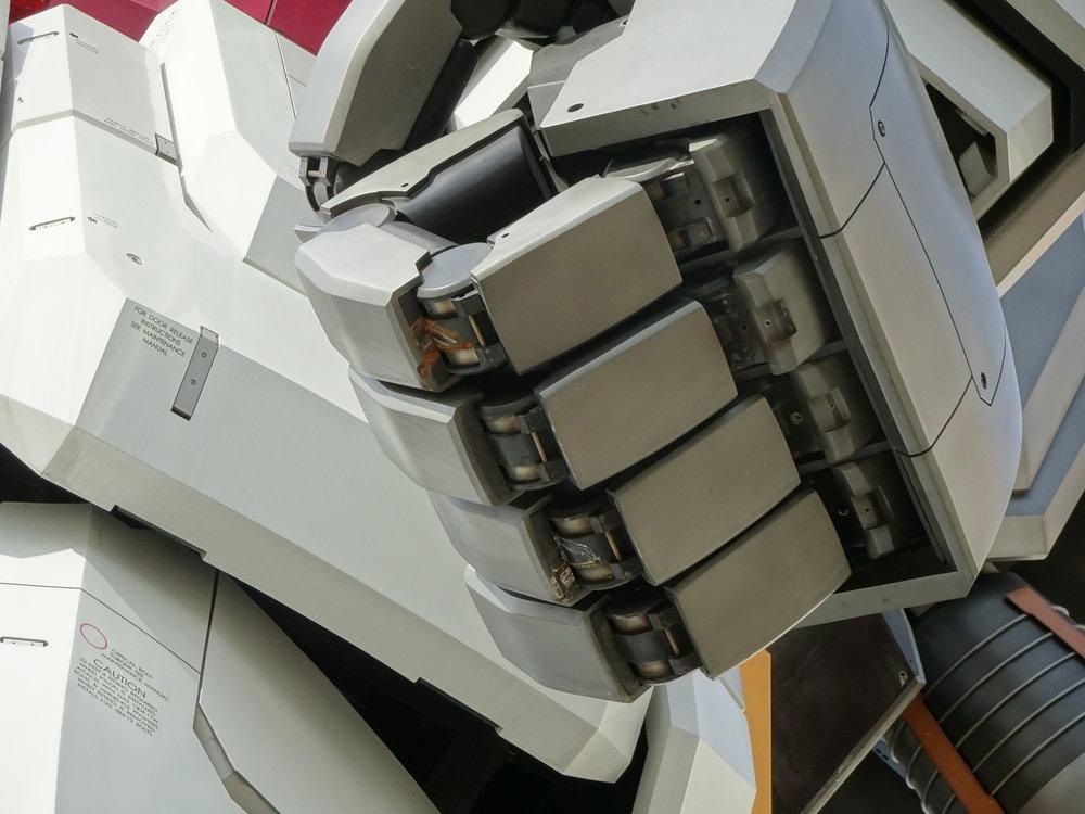 RX-78-2 Gundam 1-1 Statue - 090.jpg