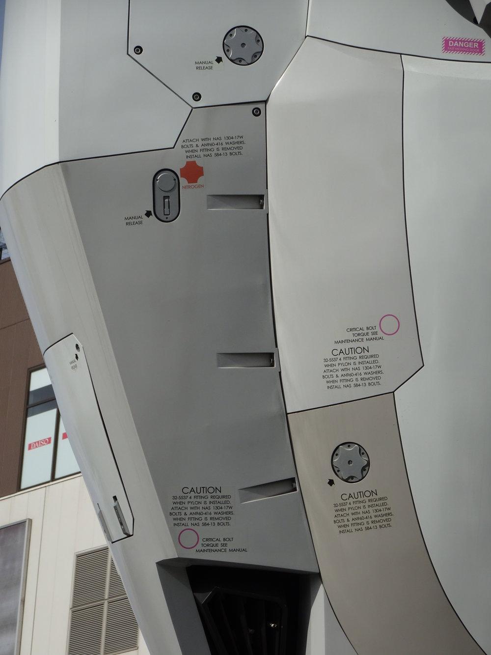 RX-78-2 Gundam 1-1 Statue - 095.jpg