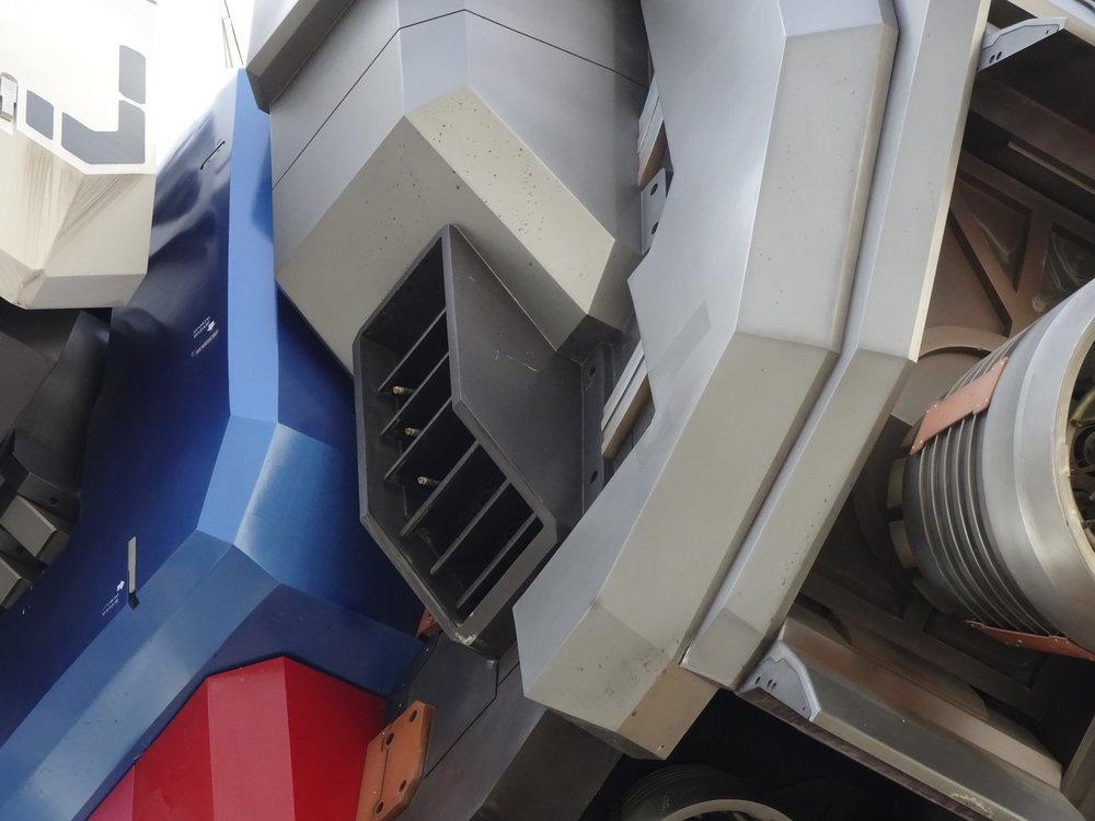 RX-78-2 Gundam 1-1 Statue - 105.jpg