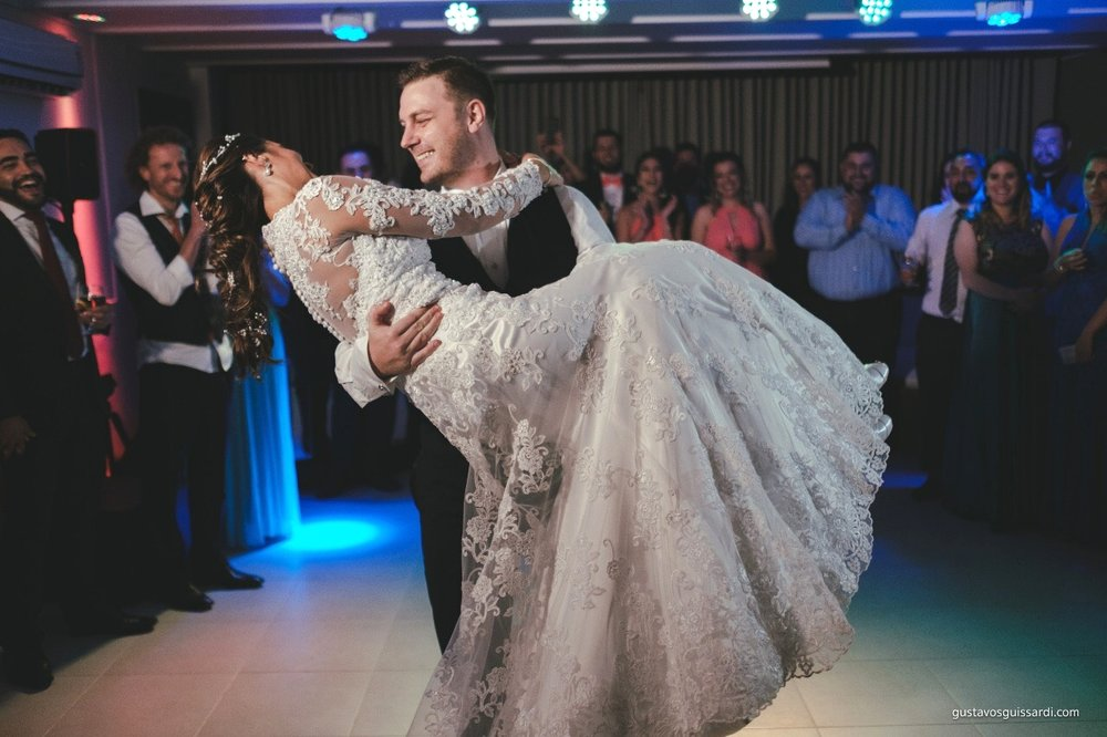 Check out this sweet couple melting hearts as they share their first dance together! Congratulations Isabel and Barry!