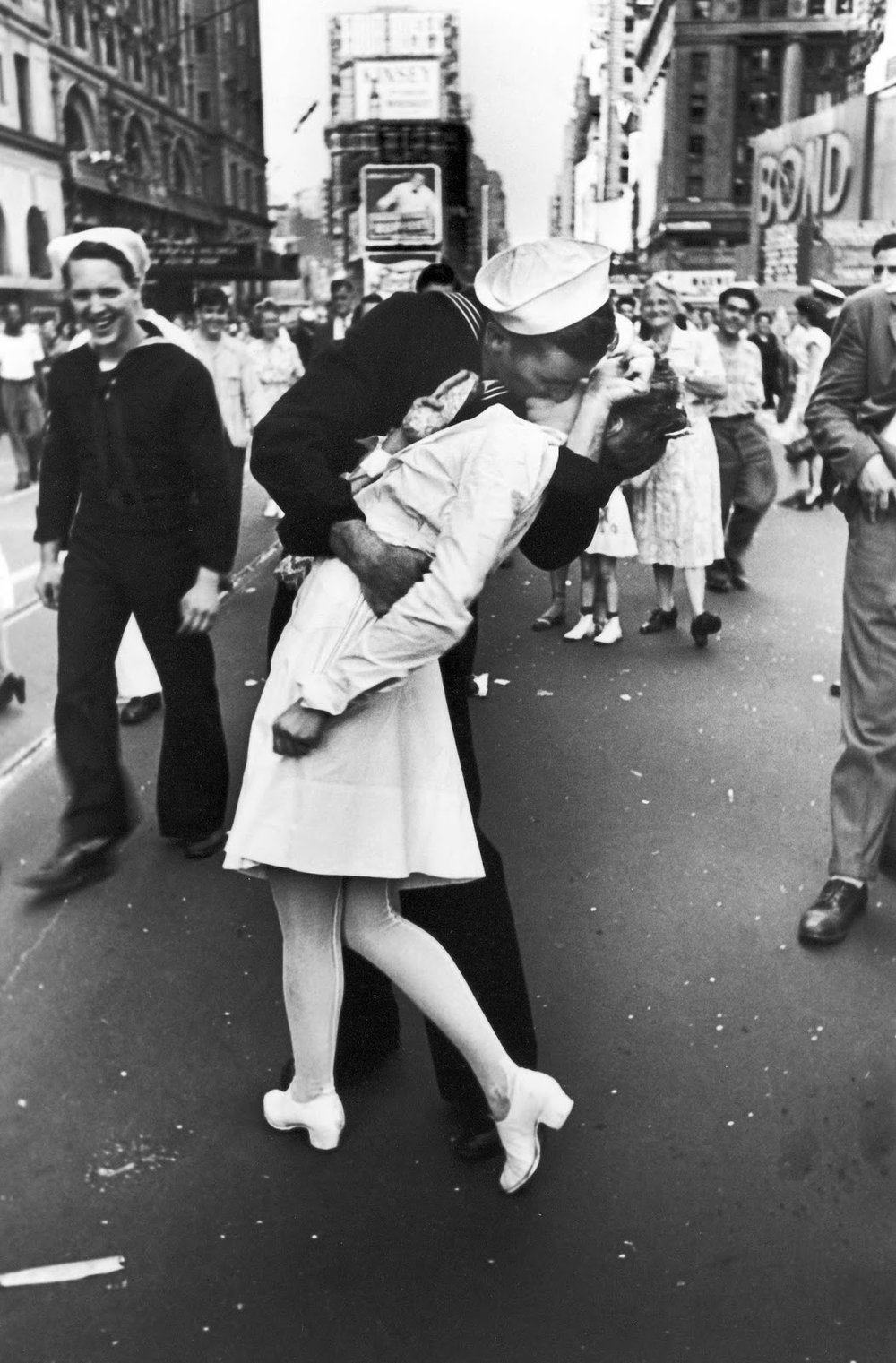 Credit: https://rarehistoricalphotos.com/v-j-day-kiss-times-square-1945/