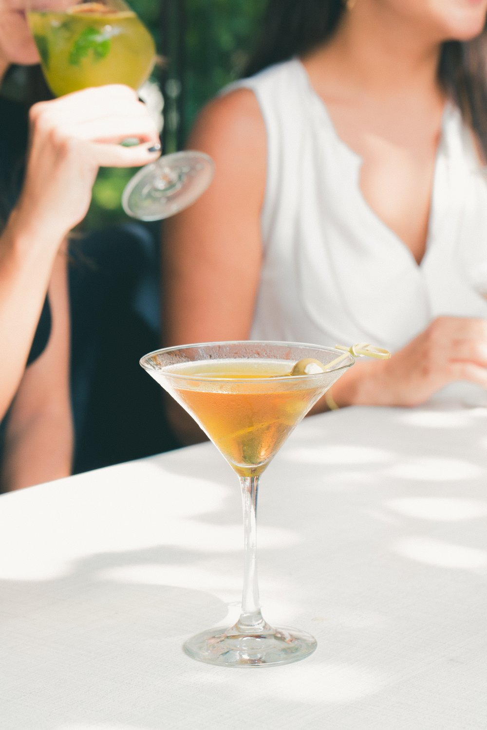 alcohol-close-up-cocktail-1097421.jpg