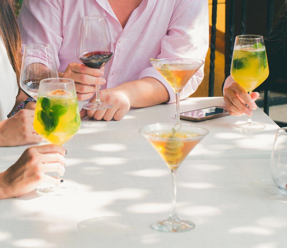 alcohol-bar-cocktail-1097423.jpg