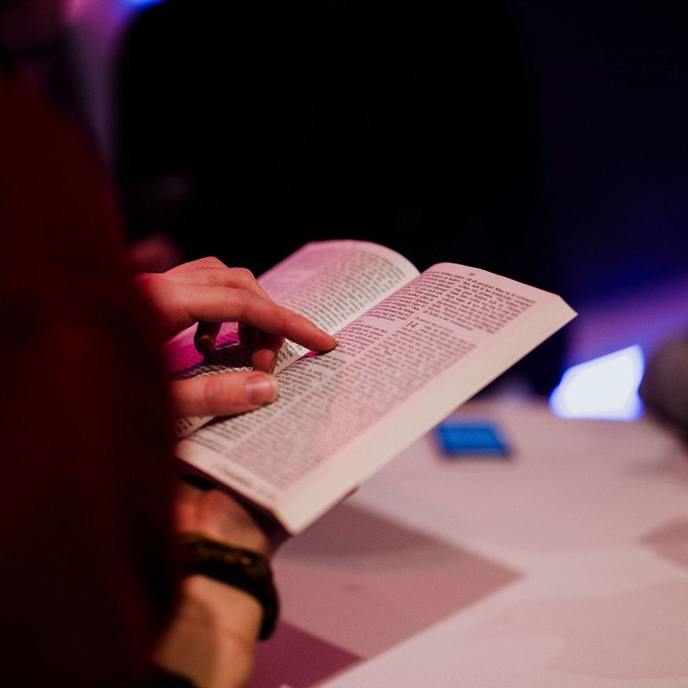 SOAP - Dagelijks je bijbel lezen en dagelijks bidden zijn twee activiteiten die een vriend van God nooit zou moeten nalaten.Het is belangrijker dan eten en drinken. Het geeft je meer kracht om door het leven te gaan en wijsheid om de juiste keuzes te maken.