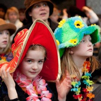 KIDS - Tijdens de kerkdienst op zondag is er een aparte kinderkerk. Kinderen tussen 1 en 12 jaar oud hebben hun eigen kerk met kids-worship en fun onderwijs.