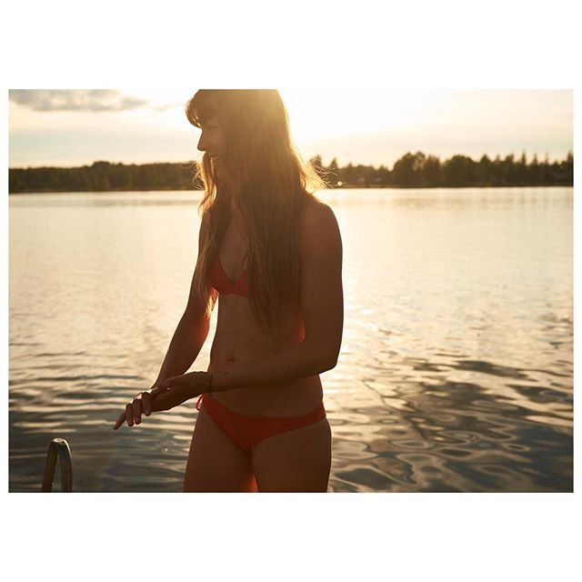 happy weekend 💛  #lifeisbetterinabikini especially on a golden sunset evening in #finland  #teamlifenomadic #hungryforadventure
