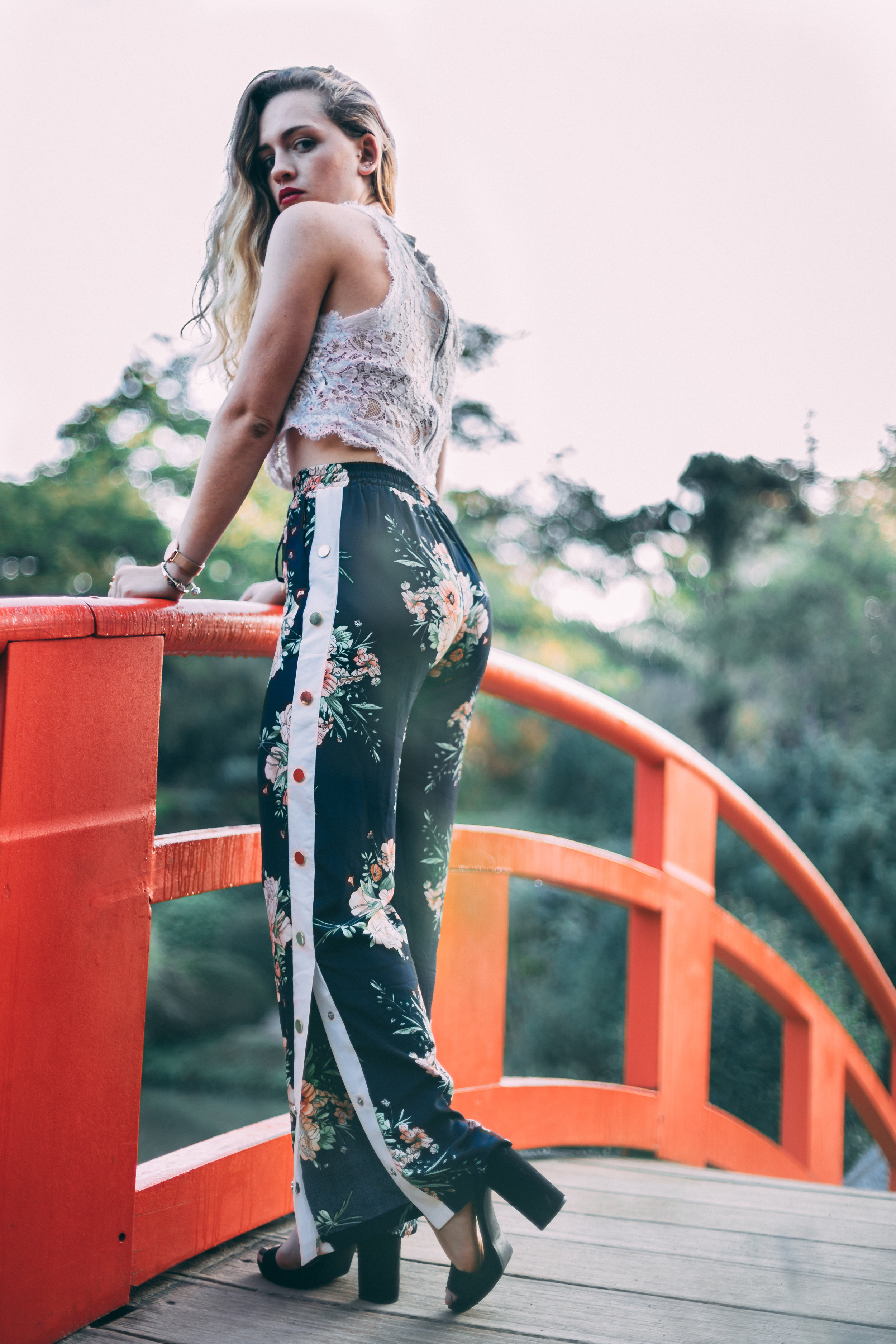 Pantalon large à boutons pression