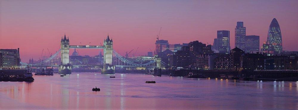 1280px-London_Thames_Sunset_panorama_-_Feb_2008.jpg