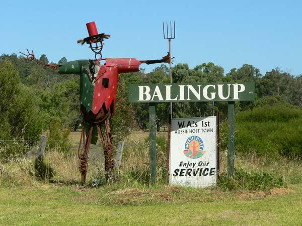 balingup-scarecrow-town-entrance.jpg