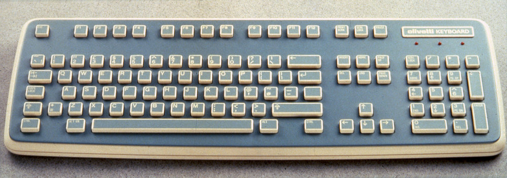 2Olivetti_ComputerKeyboard_Blue-Beige_Photos(01).jpg