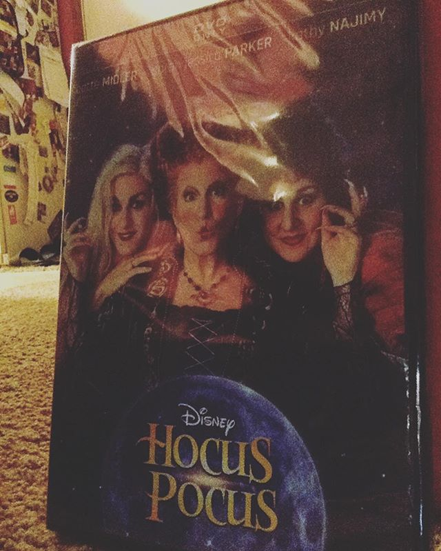 My best friend (aka Sue) bought me this movie today. This is quite possibly the happiest day of my life❤️ @hocuspocusmovie #hocuspocus #halloween #halloween🎃 #halloweenmovies #halloweenmovie #halloweenmood #spooky #spookyseason #spooktober