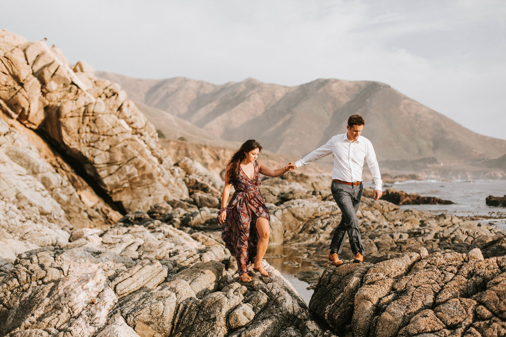 Nicole-Daacke-Photography-Big-Sur-California-Adventure-Golden-Beach-Sunset-authentic-candid-engagement-couples-session-2.jpg
