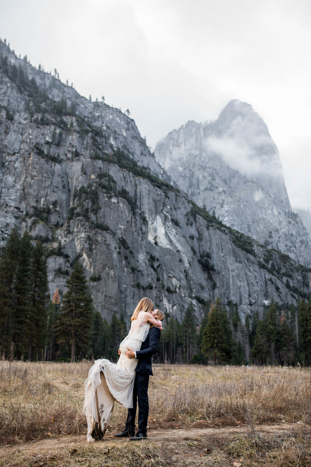 Nicole-Daacke-Photography-Adventurous-Elopement-Intimiate-Wedding-Destination-Wedding-Yosemite-National-Park-Laid-Back-Love-Photographer-13.jpg