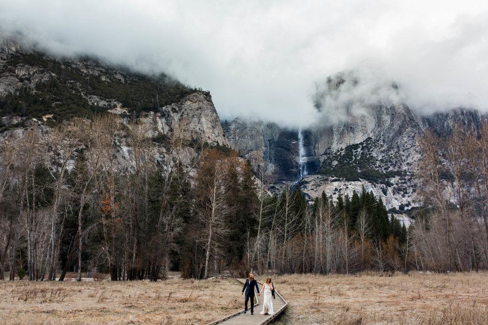 Nicole-Daacke-Photography-Adventurous-Elopement-Intimiate-Wedding-Destination-Wedding-Yosemite-National-Park-Laid-Back-Love-Photographer-10.jpg