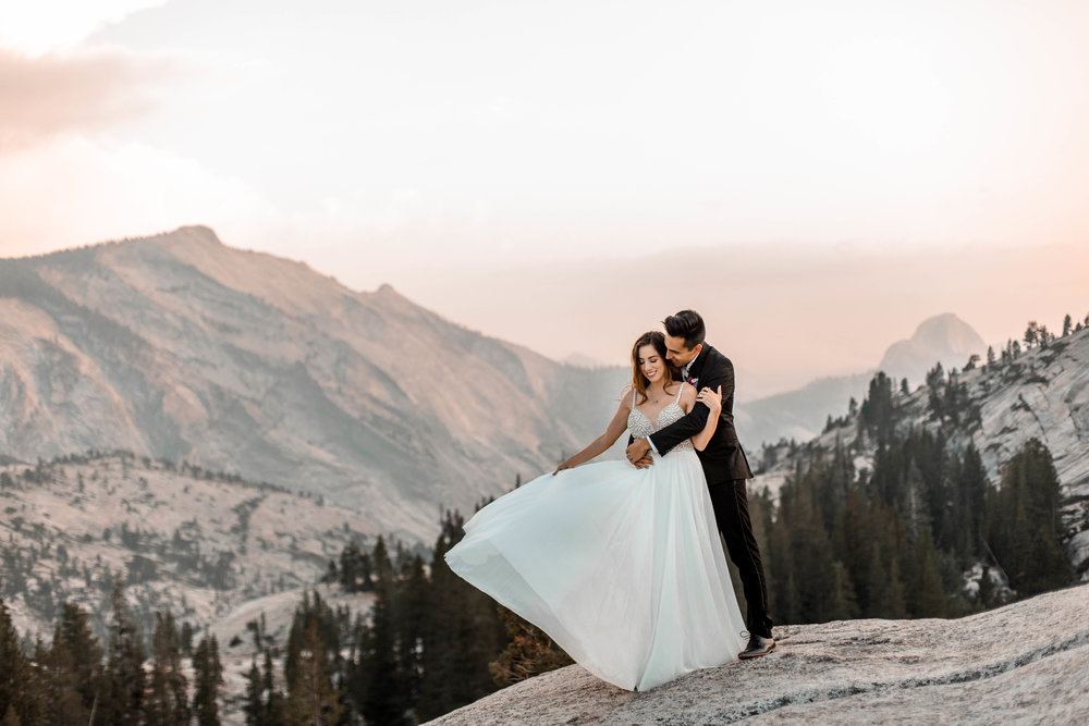 nicole-daacke-photography-yosemite-national-park-wedding-sunset-elopement-olmstead-point-yosemite-adventure-wedding-photographer-adventurous-elopement-destination-wedding-national-park-wedding-photography-1725.jpg
