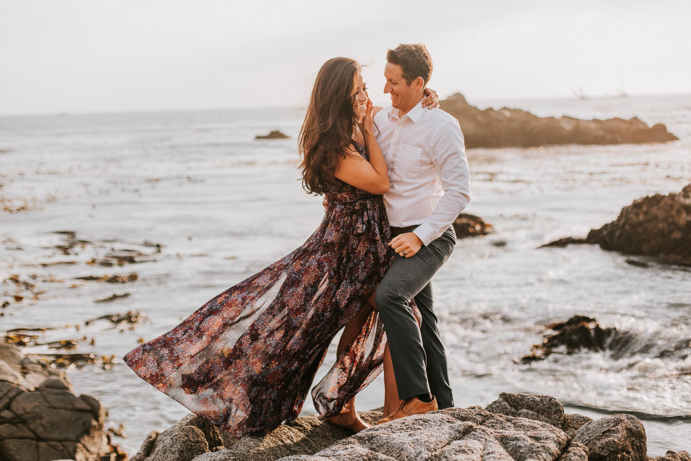 nicole-daacke-photography-big-sur-california-coast-adventure-engagement-photos-adventurous-elopement-intimate-wedding-photographer-golden-coastal-cali-engagement-session-8.jpg