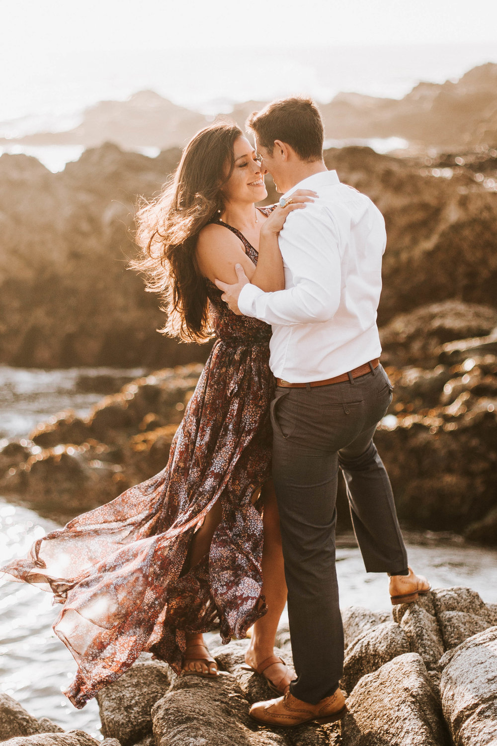 nicole-daacke-photography-big-sur-california-coast-adventure-engagement-photos-adventurous-elopement-intimate-wedding-photographer-golden-coastal-cali-engagement-session-14.jpg