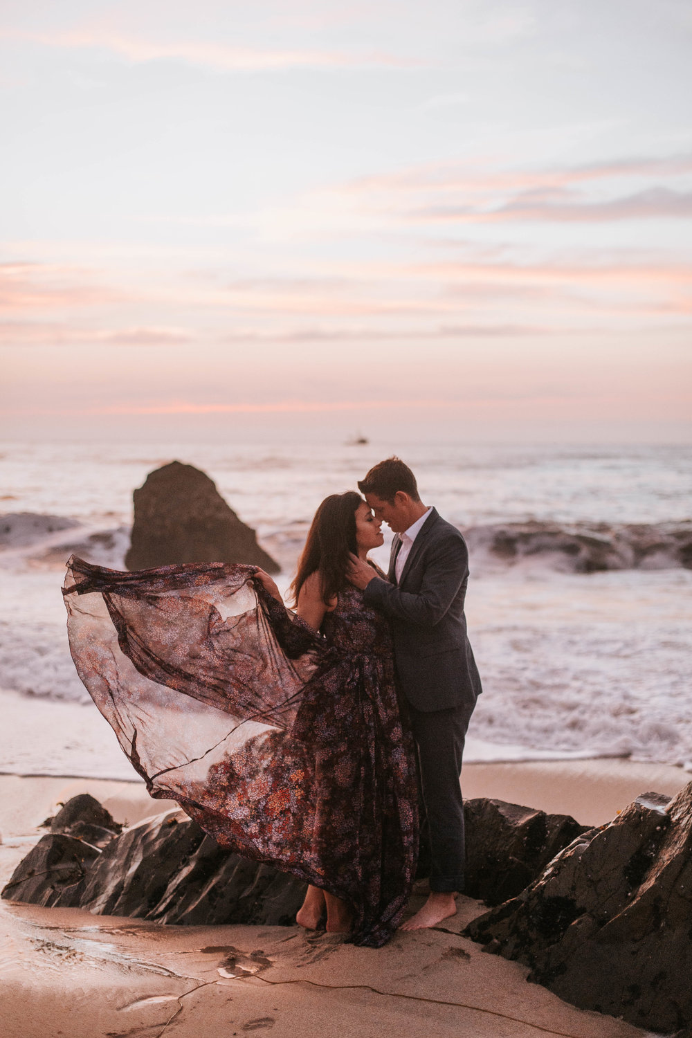 nicole-daacke-photography-big-sur-california-coast-adventure-engagement-photos-adventurous-elopement-intimate-wedding-photographer-golden-coastal-cali-engagement-session-34.jpg
