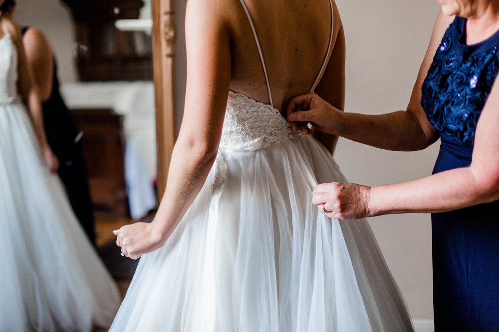nicole-daacke-photography-intimate-wedding-in-a-lavender-field-washington-state-wedding-photographer-intimate-elopement-golden-lavender-field-wedding-photos-12.jpg