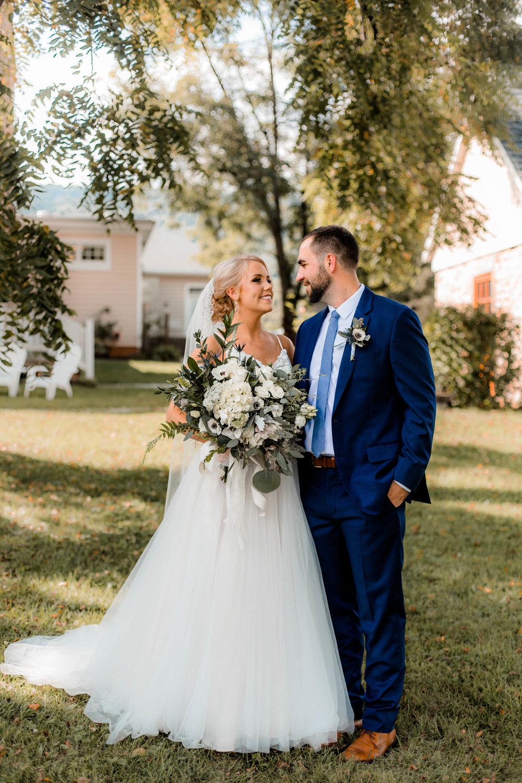 nicole-daacke-photography-intimate-wedding-in-a-lavender-field-washington-state-wedding-photographer-intimate-elopement-golden-lavender-field-wedding-photos-20.jpg