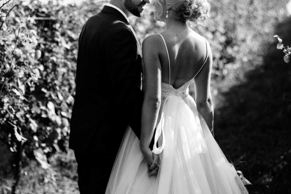 nicole-daacke-photography-intimate-wedding-in-a-lavender-field-washington-state-wedding-photographer-intimate-elopement-golden-lavender-field-wedding-photos-36.jpg