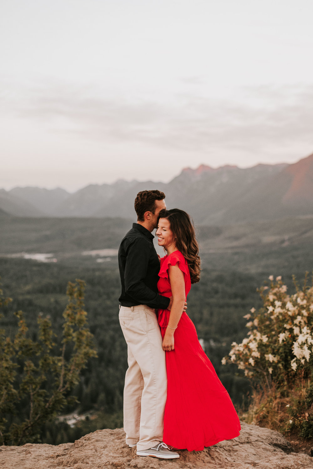 nicole-daacke-photography-rattlesnake-ridge-adventurous-engagement-session-hiking-seattle-washington-destinatino-elopement-intimate-wedding-photographer-26.jpg