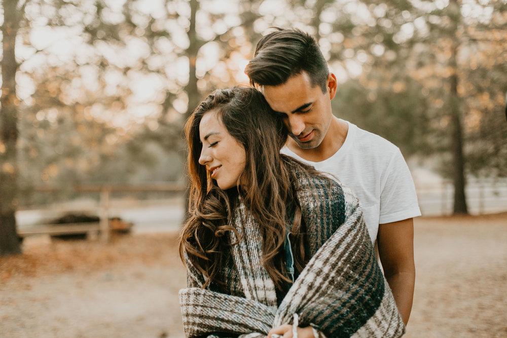 nicole-daacke-photography-cape-flattery-cozy-cabin-engagement-photos-intimate-wedding-and-adventurous-elopement-photographer-1.jpg