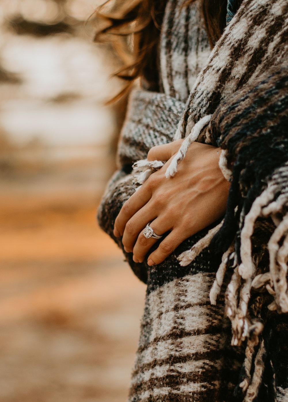 nicole-daacke-photography-cape-flattery-cozy-cabin-engagement-photos-intimate-wedding-and-adventurous-elopement-photographer-3.jpg