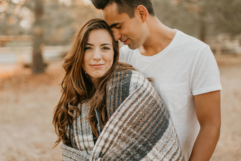 nicole-daacke-photography-cape-flattery-cozy-cabin-engagement-photos-intimate-wedding-and-adventurous-elopement-photographer-5.jpg